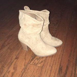 Universal Thread Heeled Boots